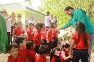Fue recibido por los niños del CEI Luisa Julieta Hernández