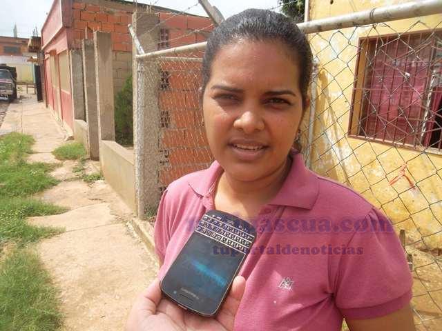Casas full de aguas negras debido al colapso de cloacas en el sector La Concordia - Ultimas Noticias al dia