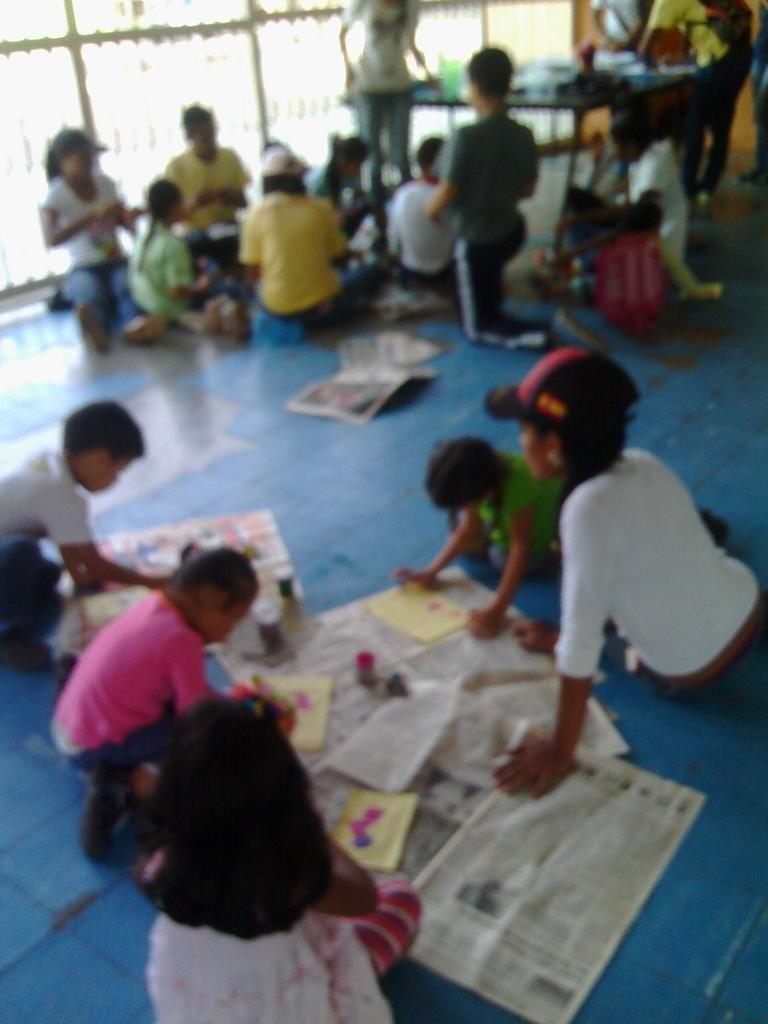 Niños dibujan libre