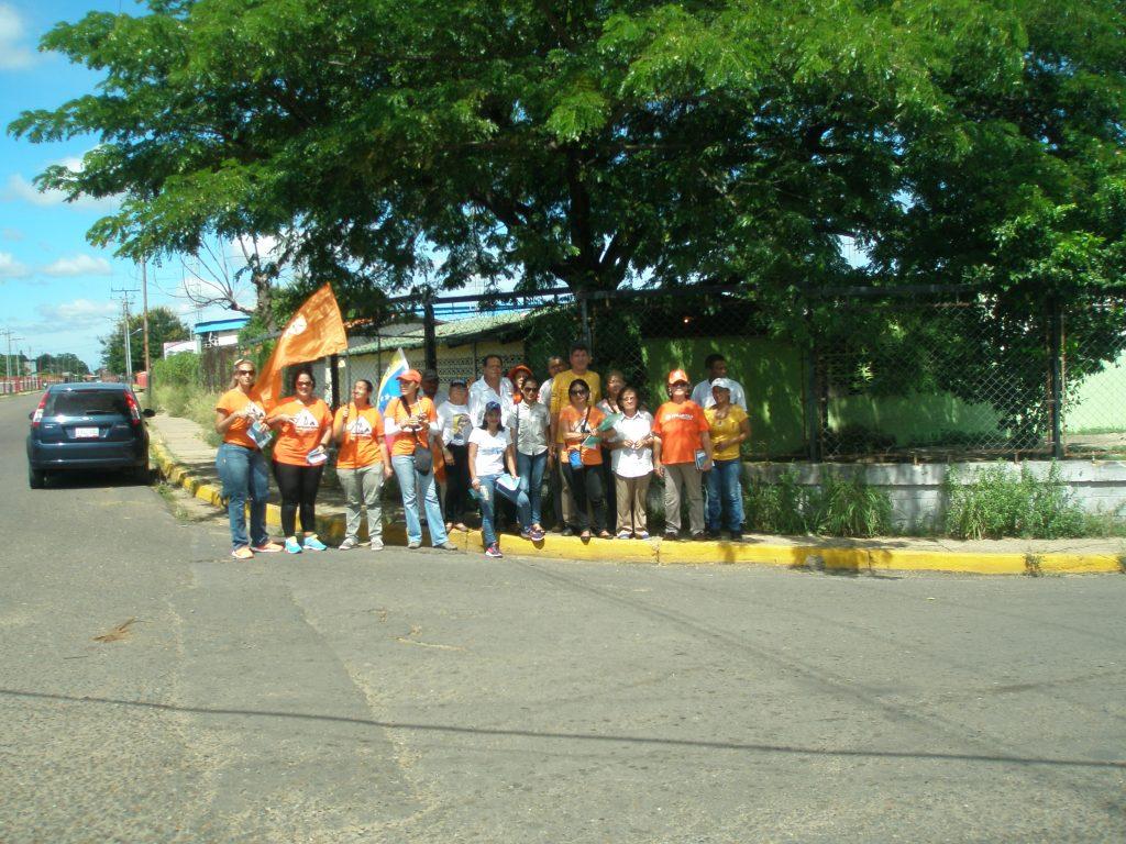 activistas-de-voluntad-popular-se-concentraron-cerca-del-centro-de-votacion-juan-jose-rondon