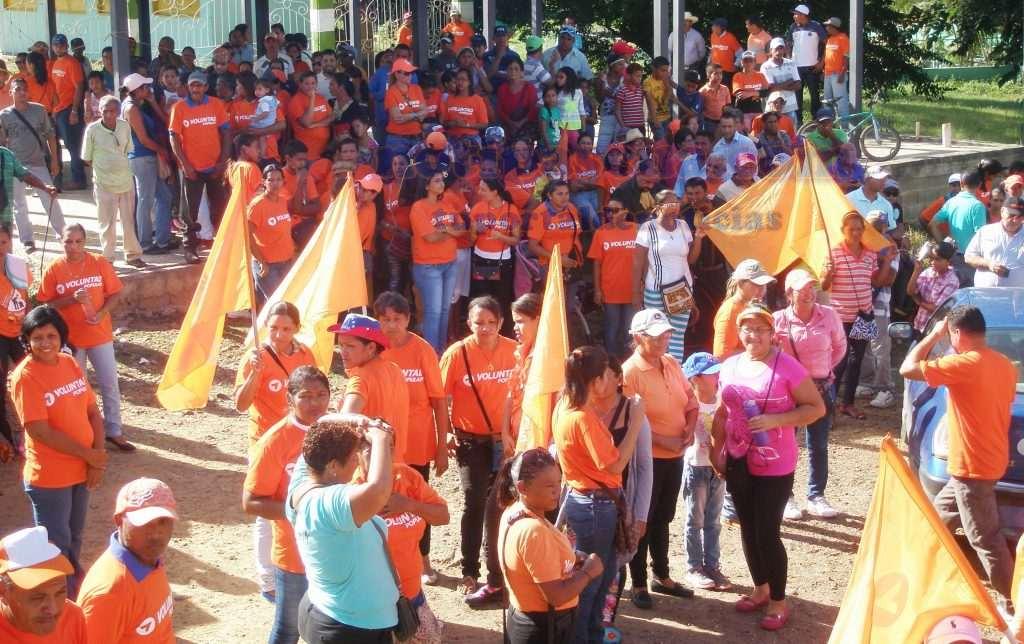 activistas-de-la-tolda-naranja-se-hicieron-presentes