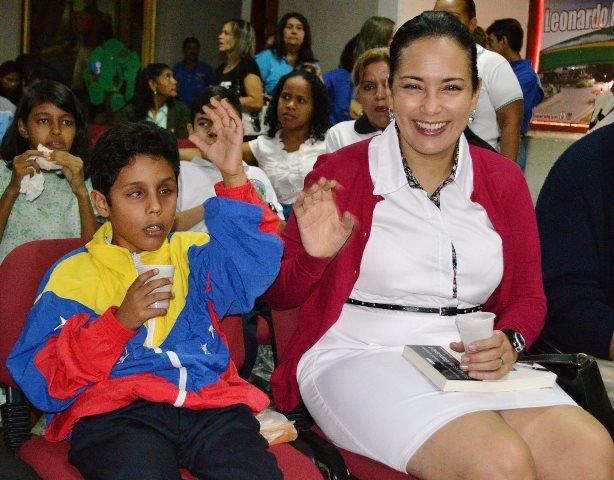 La Primera Combatiente, Carola Martínez compartió con los niños del Sistema de Orquestas y Coros de Guárico