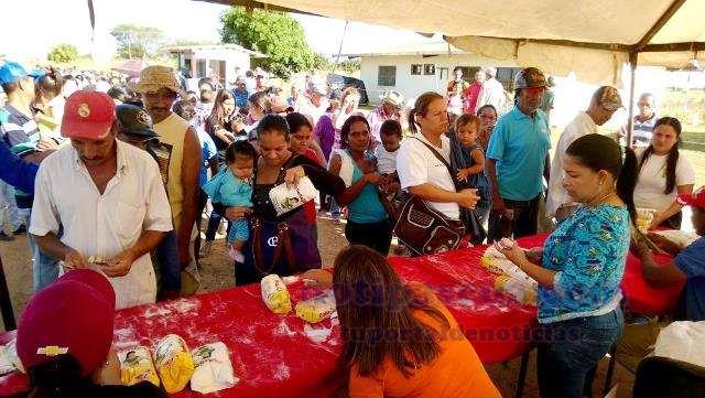 10-mas-de-3500-familias-recibieron-el-combo-de-harina-dona-goya