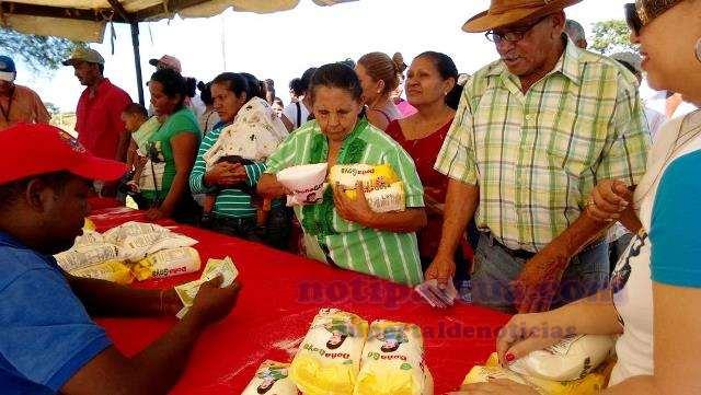 14-mas-de-3500-familias-recibieron-el-combo-de-harina-dona-goya