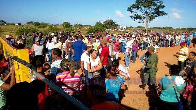 19-se-atendieron-a-3500-familias-con-el-combo-de-harina-dona-goya-en-las-mercedes-del-llano