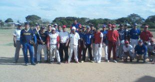 Los equipos presentes en el cuadrangular en honor a rene correa