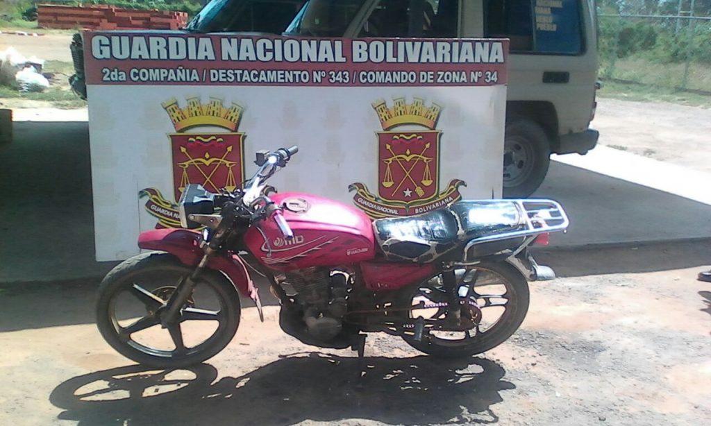 GNB atrapo moto con seriales devastados