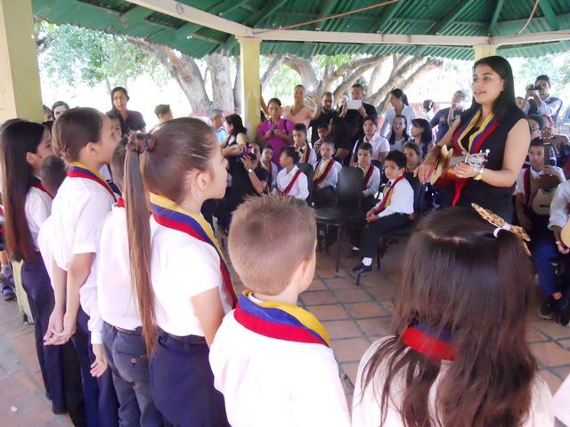 Profesora Piñate en la celebración del 42 aniversario del SOEG