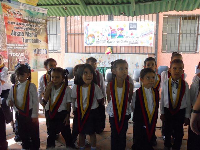 Pequeños en su presentación por el sistema de orquestas del estado Guárico