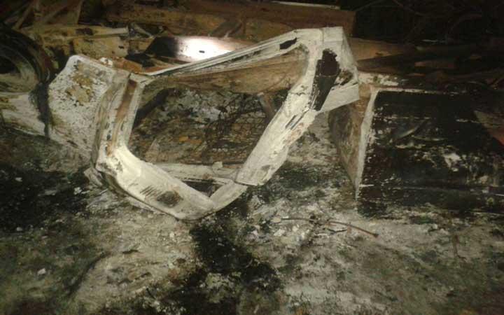 foto imagenes camioneta pick up donde murio hombre quemado