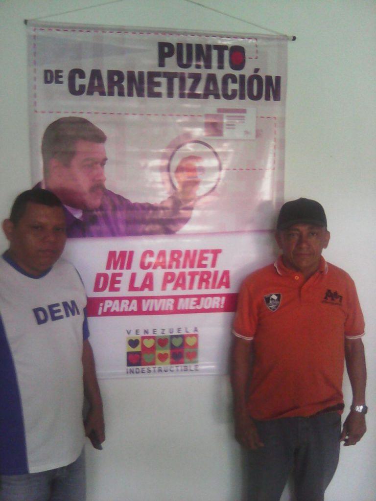 José Martiínez y el prefecto Ramón Peralta al momento de ofrecer la información