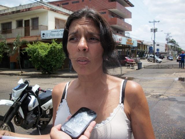 Cermira Gómez acotó que de se hace mas de dos semanas el brote de aguas putrefactas les ha mermado su calidad de vida