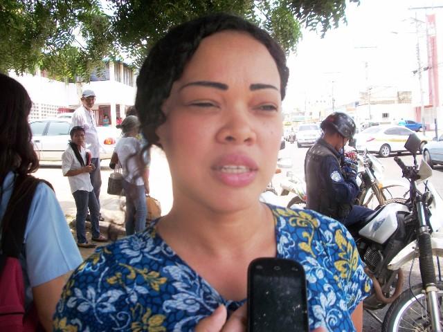 Yesenia Solano dijo que junto a unos vecinos decidieron protestar por los malos olores que emanan de las aguas residuales