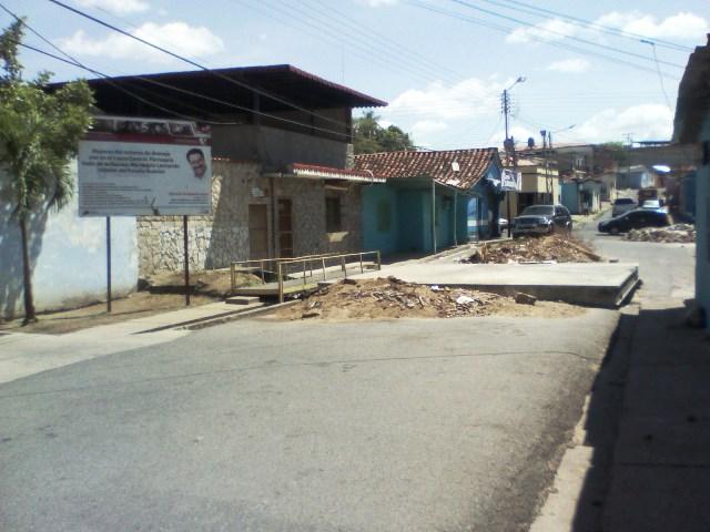 puente que afecta a los vecinos de la calle bolivar