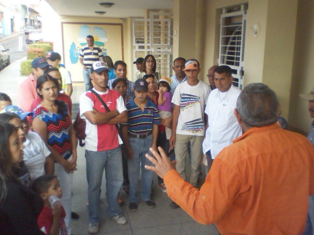 El profesor Humberto Hernández conversó con las partes en conflicto