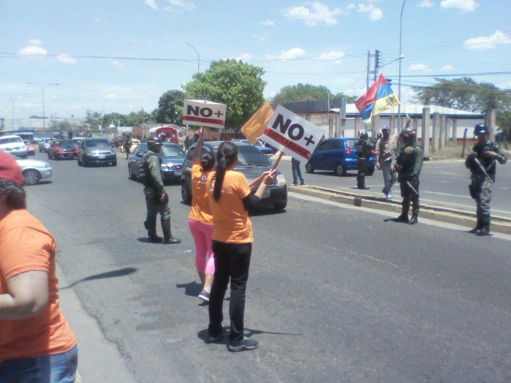 Funcionarios fe la Guardia Nacional y de la Policía Nacional se presentaron al lugar para evitar focos de violencia