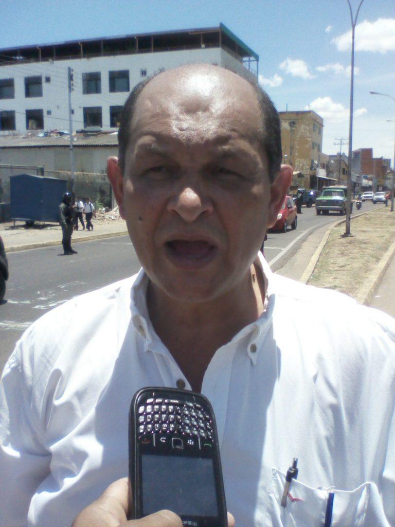 El concejal Víctor Díaz dijo que el motivo de la protesta obedece a la sentencia emanada por el TSJ de anular la Asamblea Nacional de todas sus funciones
