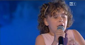 Con tan solo trece años tiene una voz privilegiada
