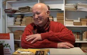 Su amor por aprender distintas lenguas surgió al leer durante su juventud a Tolstói