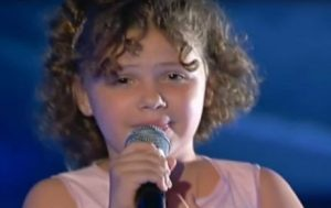 La pequeña sorprendió a todos al participar en un programa de jóvenes talentos