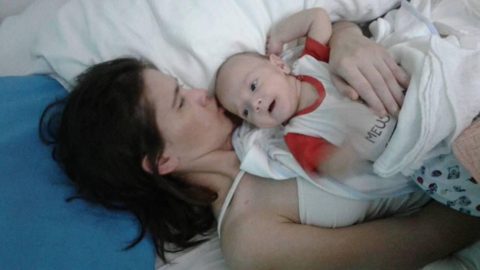 da a luz en coma y despierta tres meses después