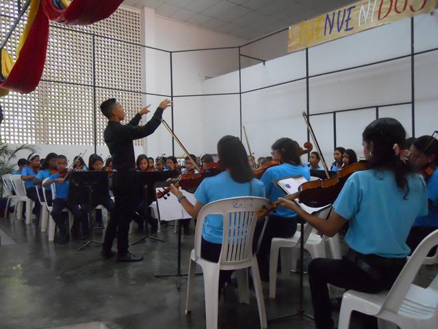 En el concierto brilló en su actuación como director, Gustavo Rojas, joven de apenas 15 años de edad