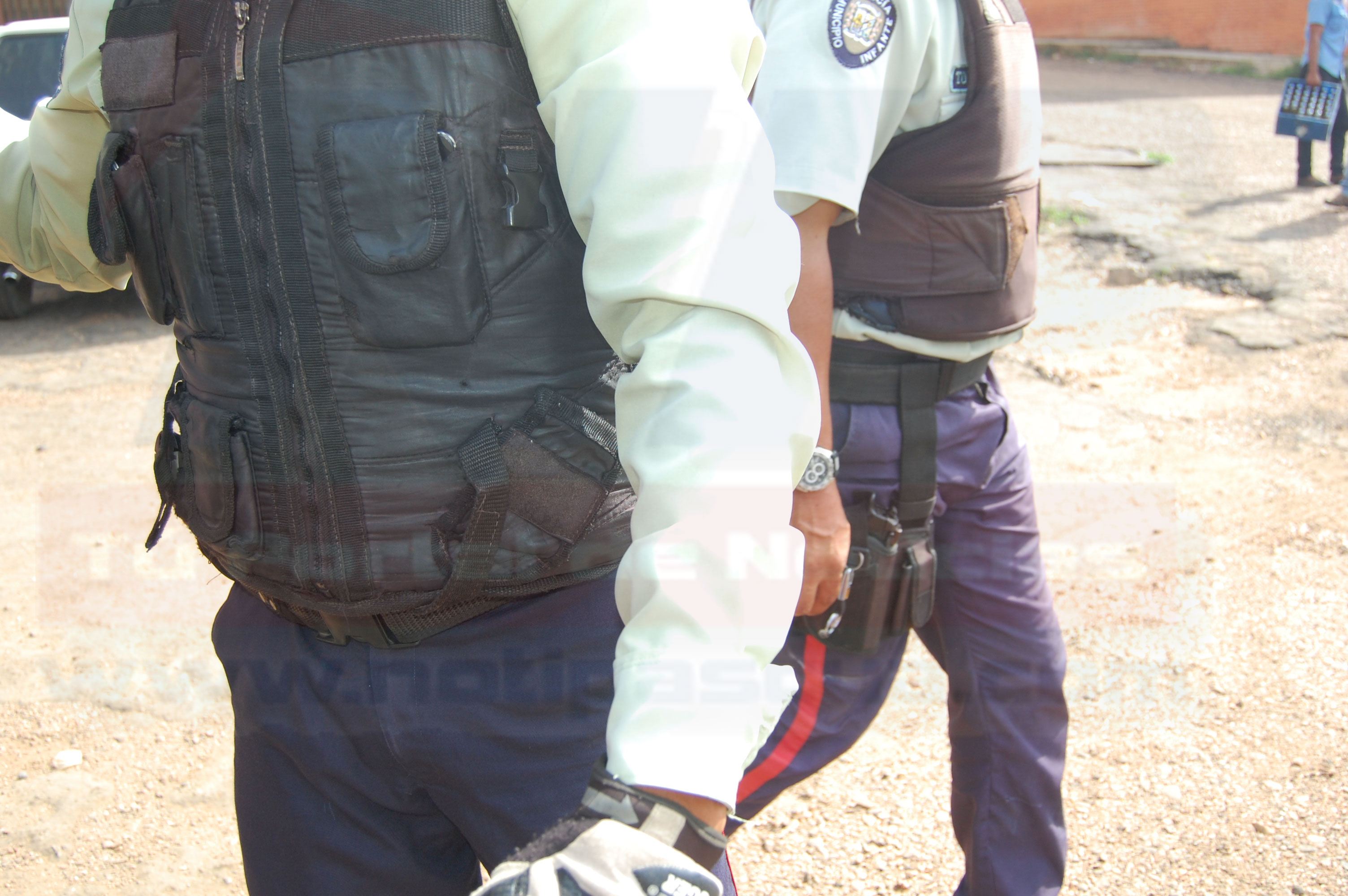 Funcionario del Iapatmi resulto lesionado cuando un funcionario de la PNB intento evitar que saquearan la carga restante y disparo perdigones que impactaron en el brazo del policía.