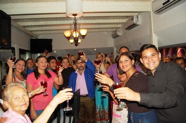 Con un brindis se realizo la re inauguración del Restaurante de la Tasca El Patio.