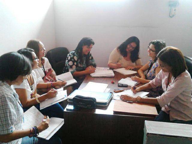 El equipo organizador ultimando detalles de la actividad 1