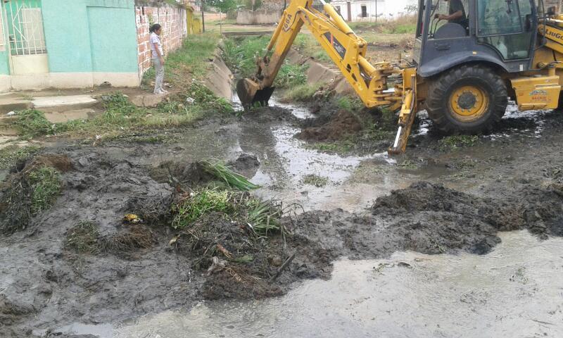 La maquinaria fue utilizada para retirar un total de 36 toneladas de sedimento y maleza de la quebrada