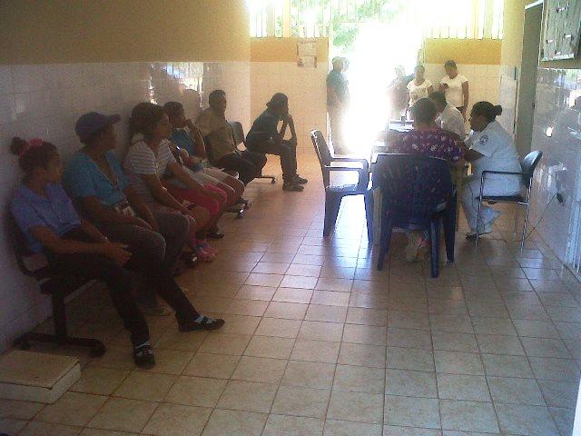 Los médicos hacen todo lo posible por brindarles atención medica a los pacientes de esta comunidad rural