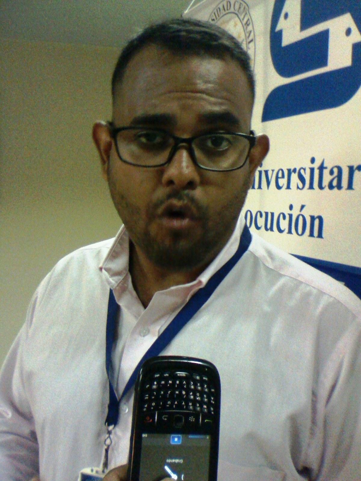 Danny Donaire coordinador regional del curso de locución al momento de ofrecer la información