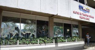 Destrozos en fachada del Seniat