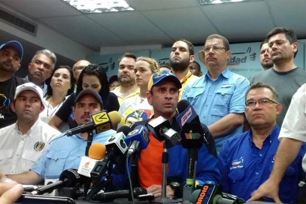 Capriles llama a continuar en las calles