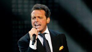 una orden de detención contra uno de los divos más grandes de la música latina.