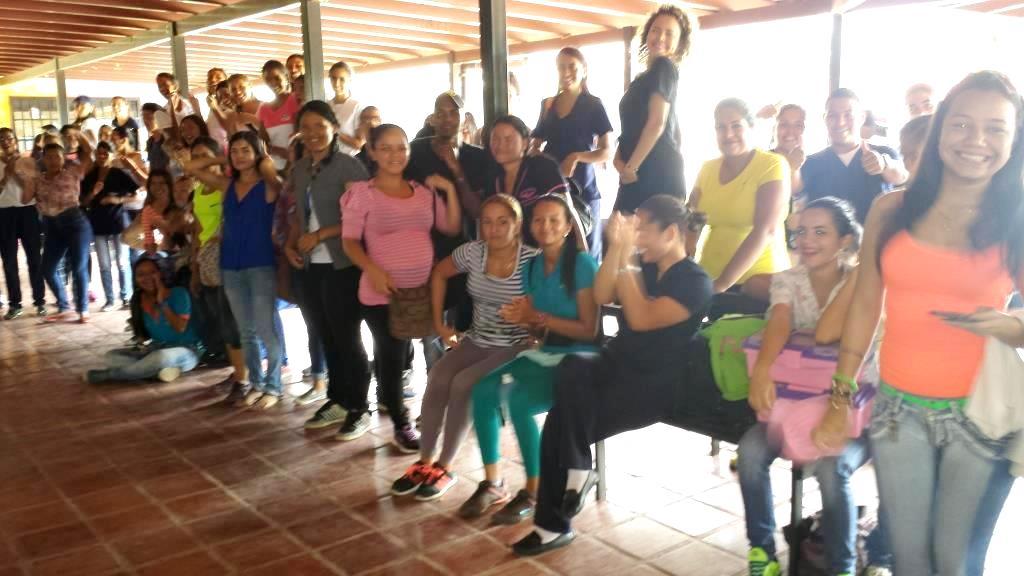 Los estudiantes de la Universidad Rómulo Gallegos disfrutaron la presentación de las Candidatas a Reina. Foto Jose Guerra