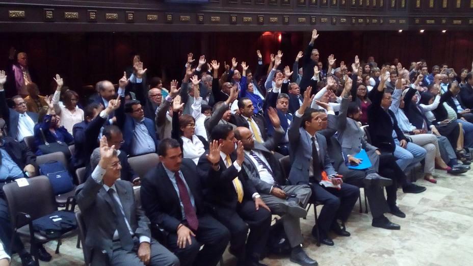 Asamblea Nacional, en sesión especial de la plenaria, sin participación del Gran Polo Patriótico y con la incorporación de sectores de la sociedad civil, creó ayer el Frente Nacional en Defensa de la Constitución.