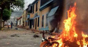 Tachirenses quemaron tres motos de la PNB