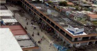 Un grupo de personas encapuchadas lanzó bombas molotov a la sede del PSUV en Barinas.
