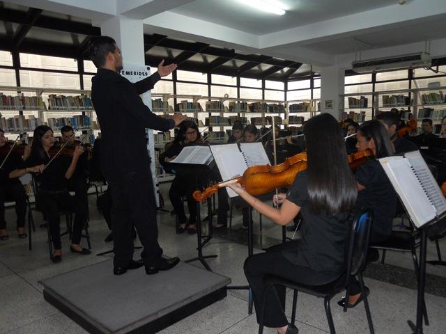 El profesor Jesús Rodríguez dirigió el concierto