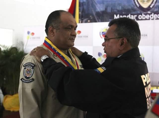 El entonces director de la PNB Mayor General Juan Romero Figueroa fue quien implemento el servicio de traslado aeromédico