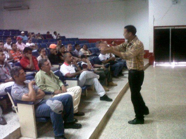 La charla fue dirigida a los trabajadores públicos de la localidad