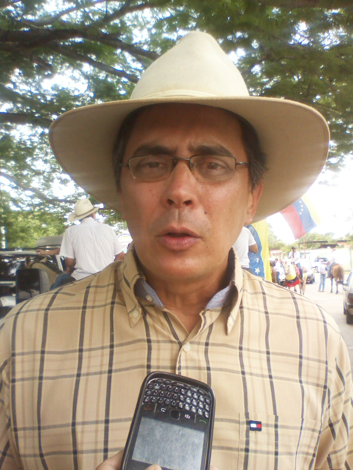 El secretario general de la Mud Rafael Loreto resaltó que esta cabalgata la realizan en contra de la dictadura de Nicolás Maduro
