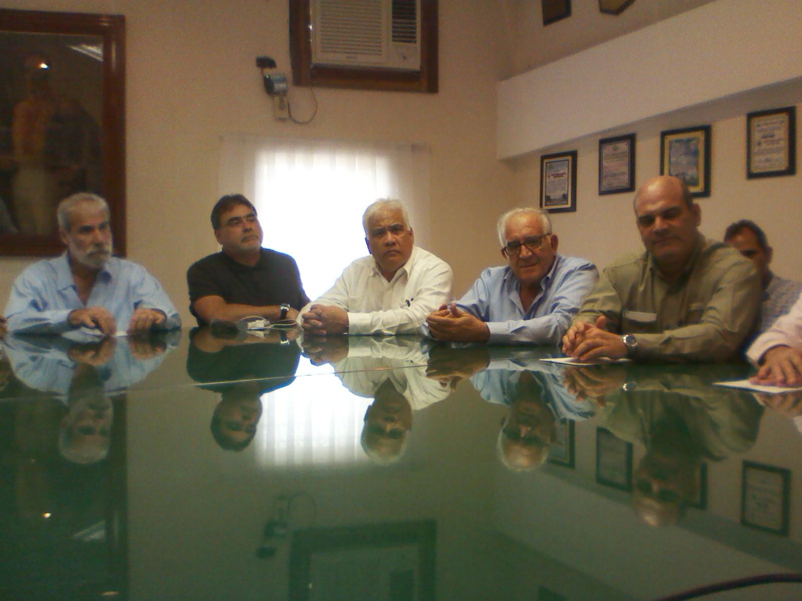El encuentro con el gremio empresarial se llevó a cabo en horas de la manaba de este miércoles en la Cámara de Comercio de Infante