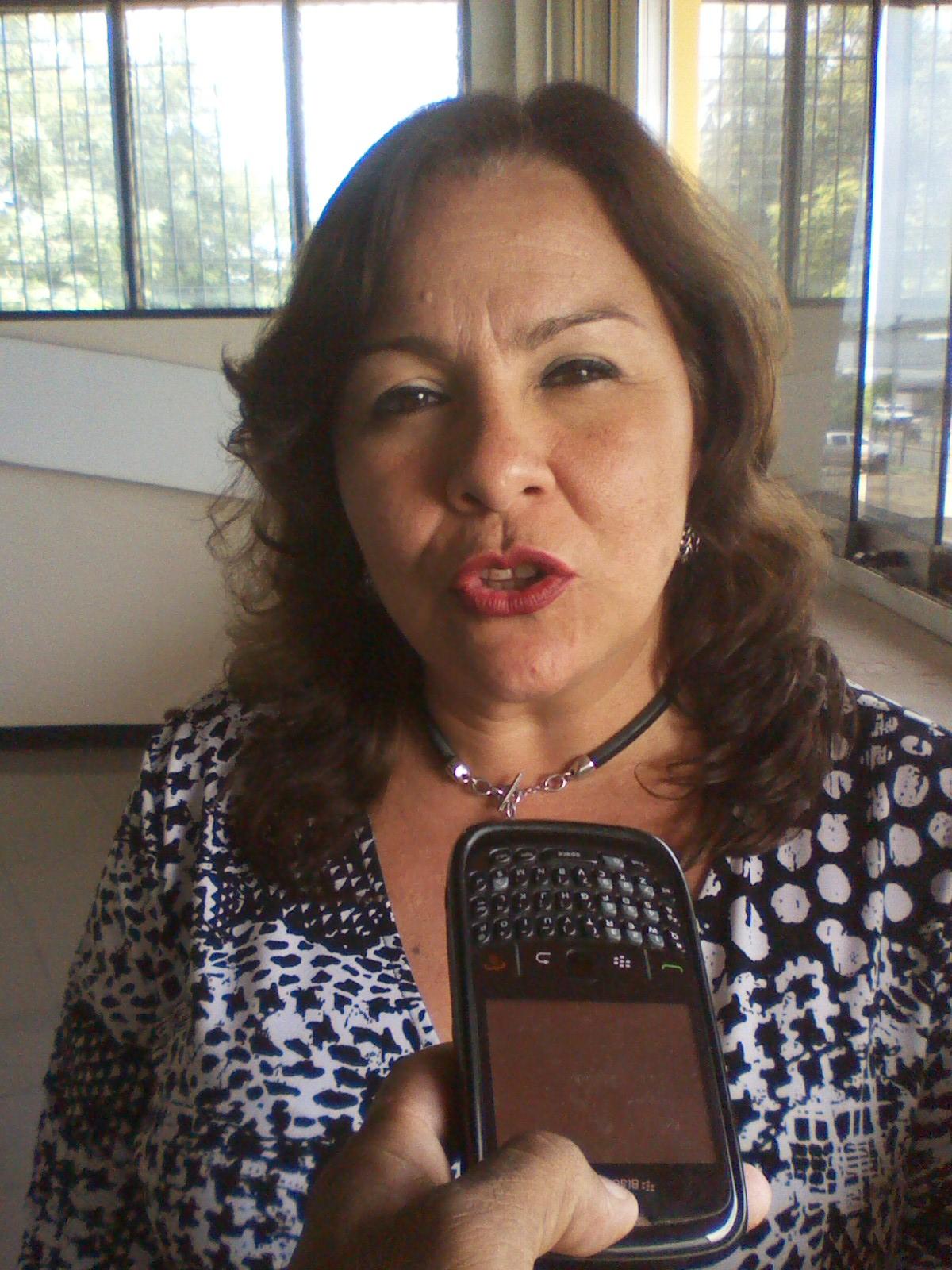 La nueva presidenta de Consecomercio María Carolina Uzcategui señaló que ante la actual crisis que vive el país esta en peligro la economía