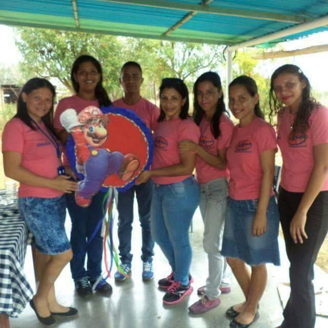 grupo de estudiantes de Educación Integral en la Universidad Nacional Experimental Simón Rodríguez (Unesr) núcleo Valle de La Pascua