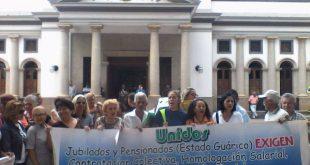 Protestan frente a gobernación de Guárico