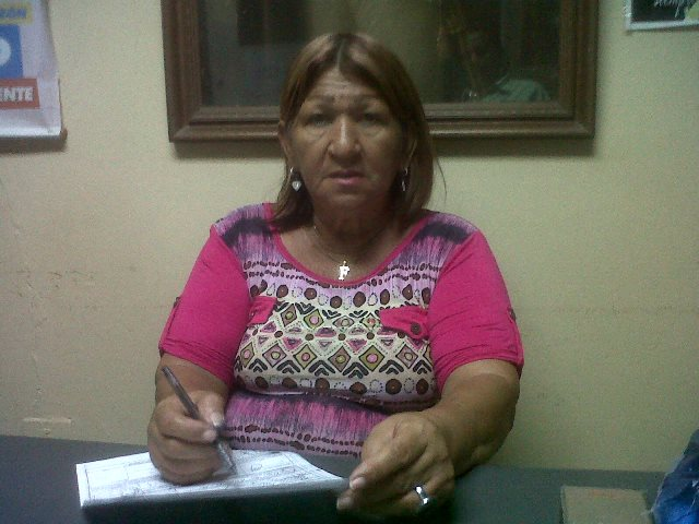 La jefa del Municipio Escolar Bolivariano Flor Loreto al momento de ofrecer la información