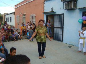 Doña Cándida agradeció el aporte de la Primera Dama del Municipio Infante