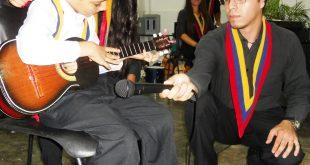 Uno de los solistas de la cátedra de Cuatro, acompañados por dos de sus profesores
